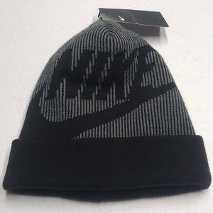 🆕 NIKE Womens Gray / Black Winter Hat